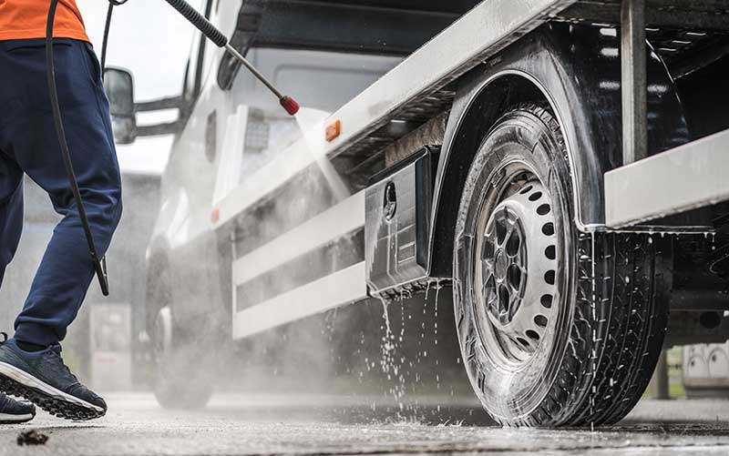 towing-truck-outdoor-pressure-washing
